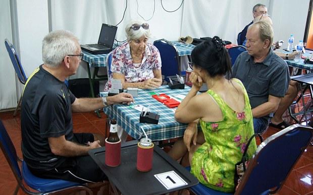 elderly-bridge-enthusiasts