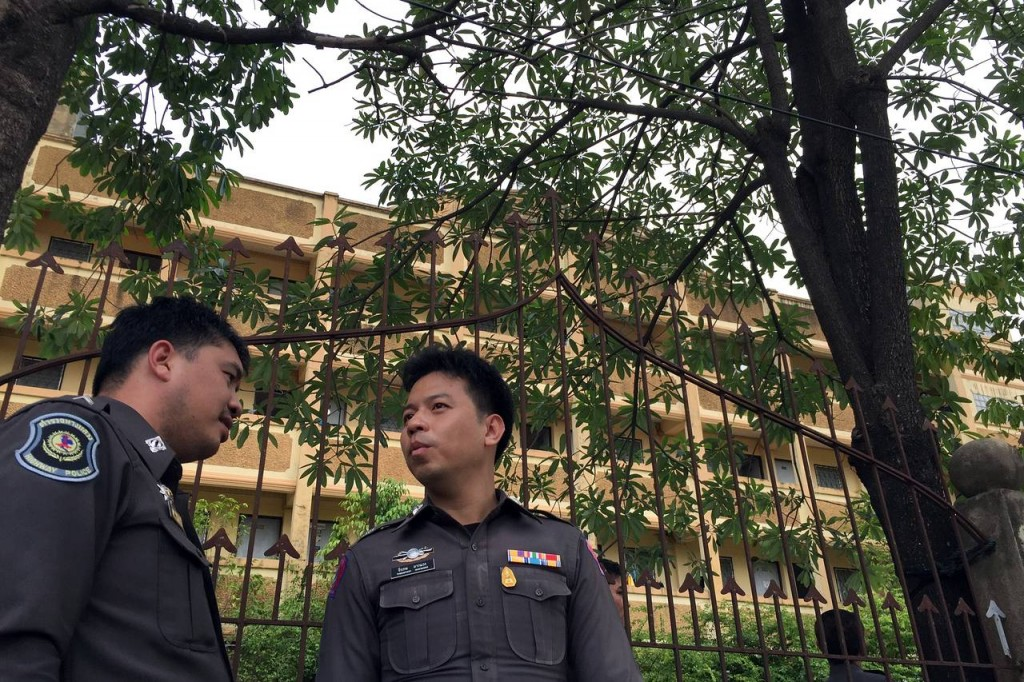 thai-police-outside-an-apartment-building